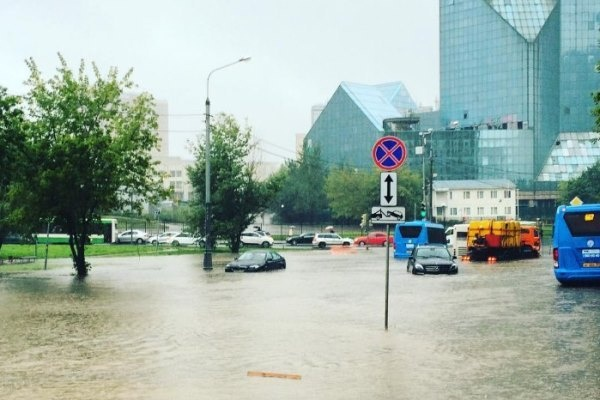 Метеорологи дали пугающее разъяснение сильнейшим за129 лет дождям в столицеРФ